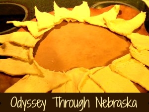 How to make An edible wreath made out of crescent rolls